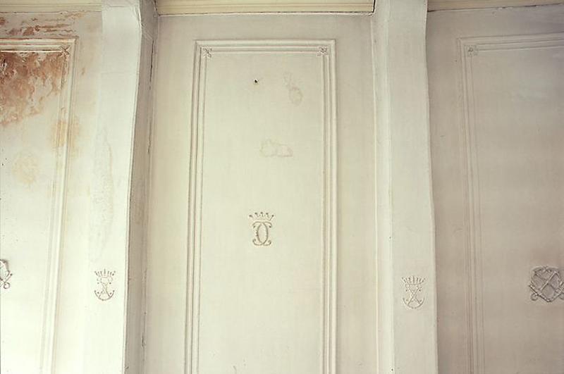Ensemble du décor de la salle des bateliers (plafond, lambris de hauteur, lambris d'appui, 2 placards, manteau de cheminée, trumeau de cheminée, dessus-de-porte, tableau)