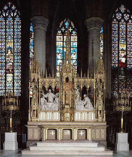 Ensemble du maître-autel de style néo-gothique