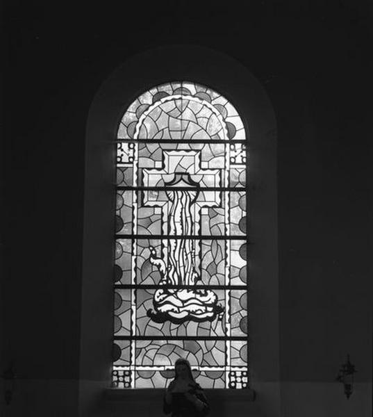 ensemble de quatre verrières : la Visitation, la sainte Famille, le Sacré Coeur, l'eau vive du Baptême