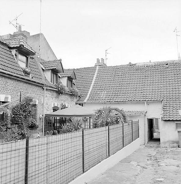 Ensemble d'édifices à cour commune (maisons en série), dit courée