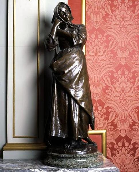 Statuette : Jeune paysanne