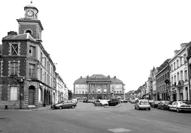 Ensemble d'édifices derrière façade (hôtel de ville, maisons) , actuellement hôtel de ville