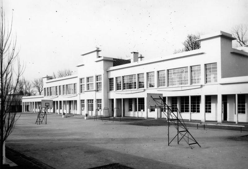 Groupe scolaire des Remparts ; Ecole de filles, puis collège, actuellement immeuble à logements