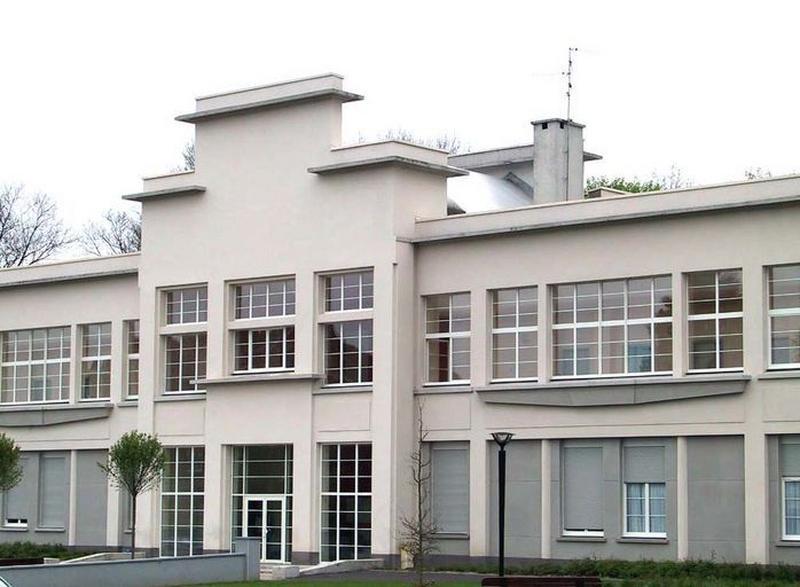 école de filles, puis collège, actuellement immeuble à logements