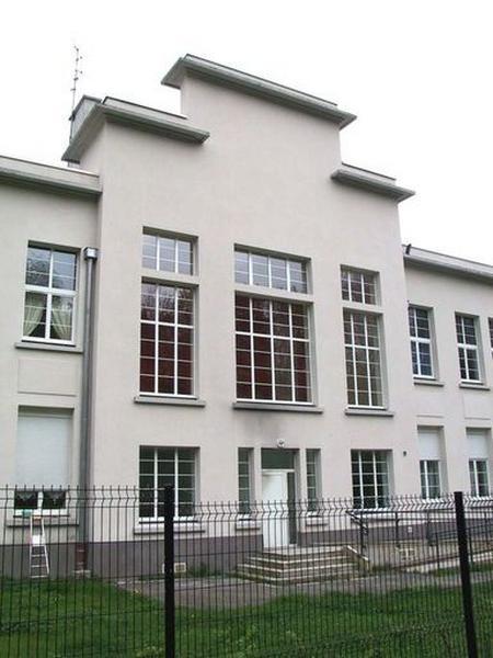 Ecole de filles, puis collège, actuellement immeuble à logements