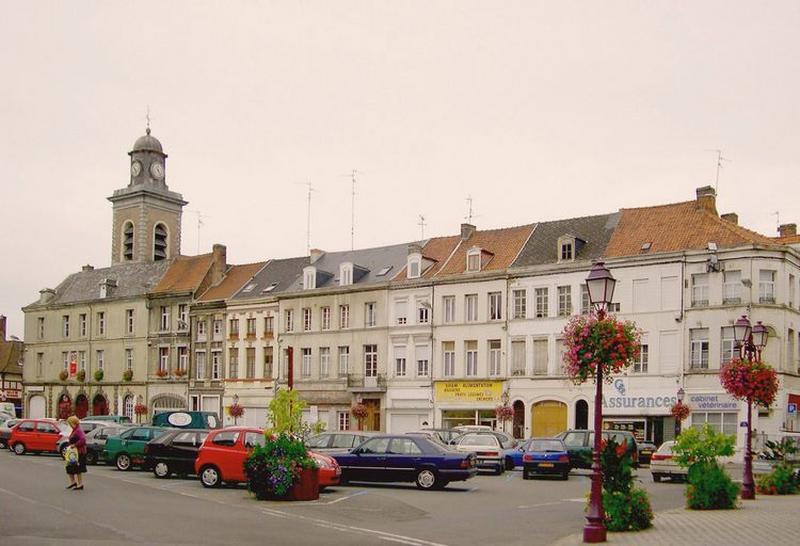Place d'Armes, actuellement place Pierre-Delcourt ; Série de 2 maisons