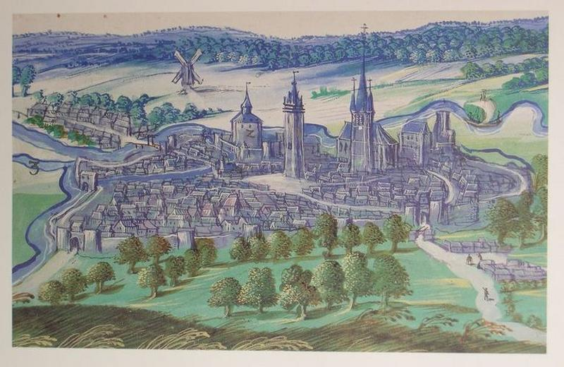 Château fort, dit château de l'Arsenal, puis arsenal, gendarmerie, logement ; Château de Bailleul (ou hôtel de Bailleul), puis musée communal et bibliothèque communale, maisons ; Place d'Armes, actuellement place Pierre-Delcourt ; Collégiale Notre-Dame