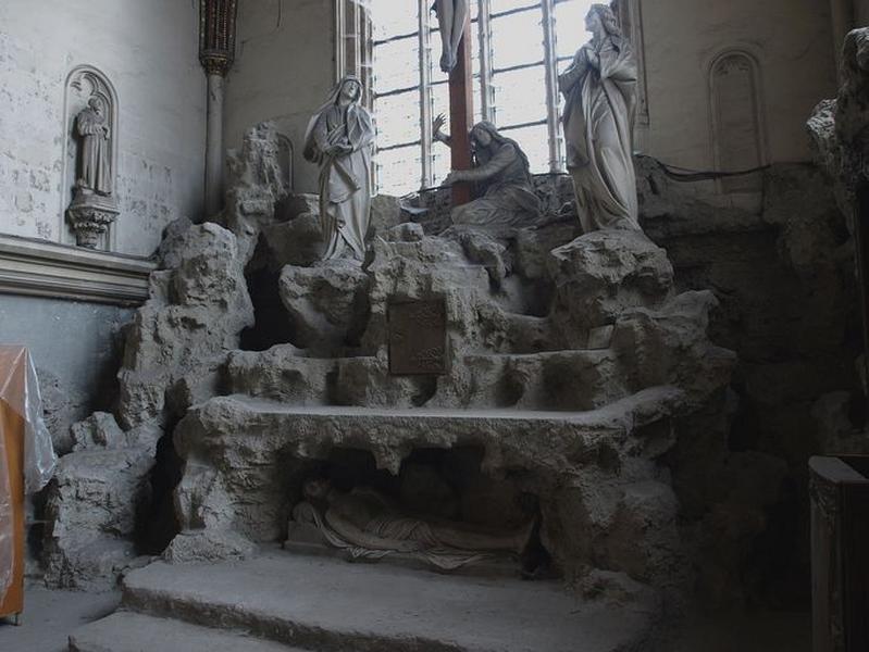 Ensemble de l'autel de la chapelle du Calvaire (autel, tabernacle, gradin d'autel, degré d'autel, statue)