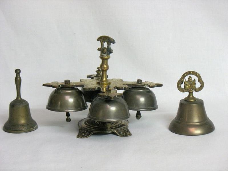 Ensemble de 2 clochettes d'autel et d'une sonnette d'autel