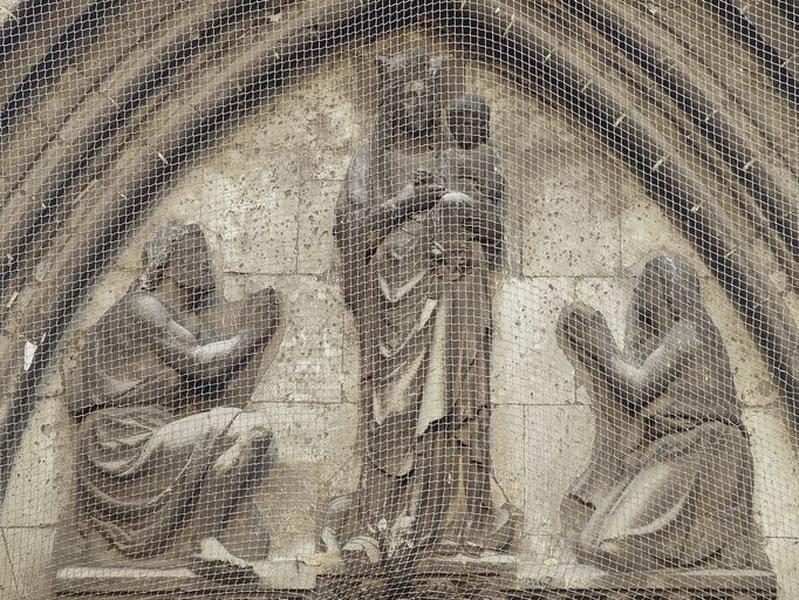 Tympan, haut-relief : Adoration de la Vierge