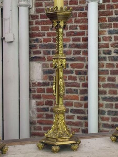 Dix chandeliers d'autel