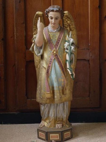 Statuette : ange tenant un lys