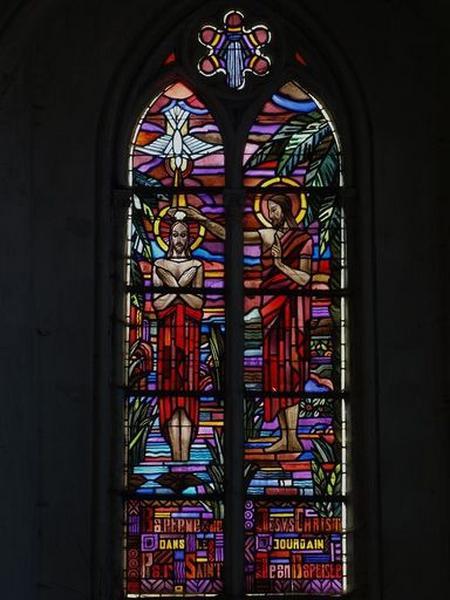 Ensemble de 2 verrières figurées et verrières décoratives : Baptême du Christ ; Descente de croix (baies 20, 23)