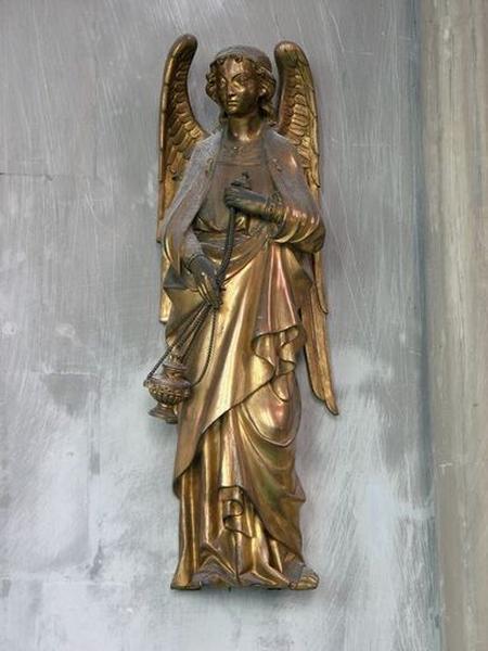 Deux statuettes : Anges thuriféraires