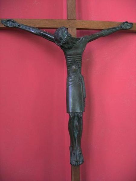 Statue : Christ en croix (choeur)