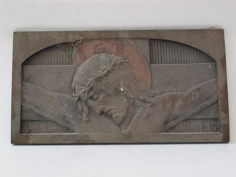 Bas-relief : Christ en croix