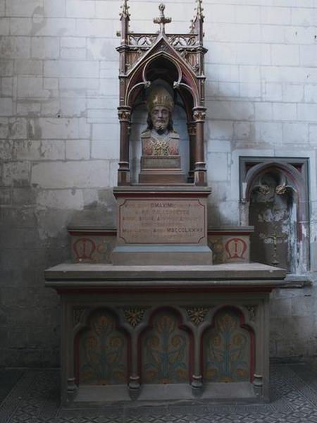 Ensemble de l'autel de la 4e chapelle nord, dite chapelle Saint-Maxime (autel, degré d'autel, exposition, gradin d'autel)