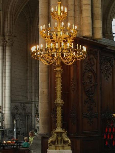 Ensemble de chandeliers d'église