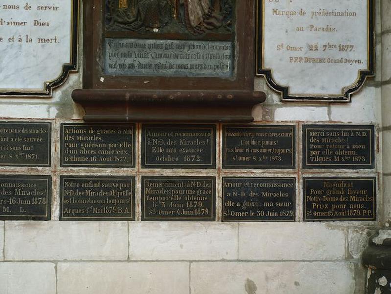 Ensemble de 25 plaques commémoratives ex-votos : Reconnaissance à Notre-Dame-des-Miracles