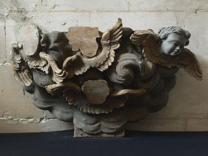 Ensemble de sculptures et hauts-reliefs provenant d'un retable