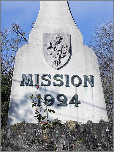 Croix monumentale : croix de mission