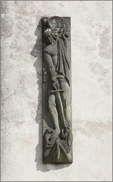 Bas-relief : saint Michel terrassant le dragon