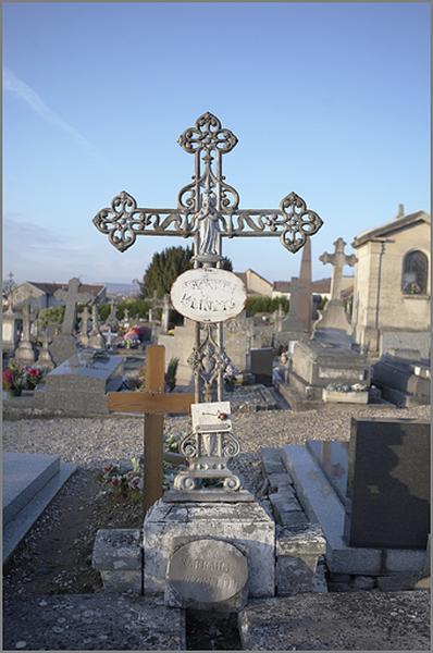 ensemble de 16 croix funéraires