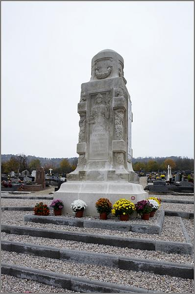 Monument aux morts de la Guerre de 1914-1918, de la Guerre de 1939-1945 et des Guerres d'Indochine et d'Algérie