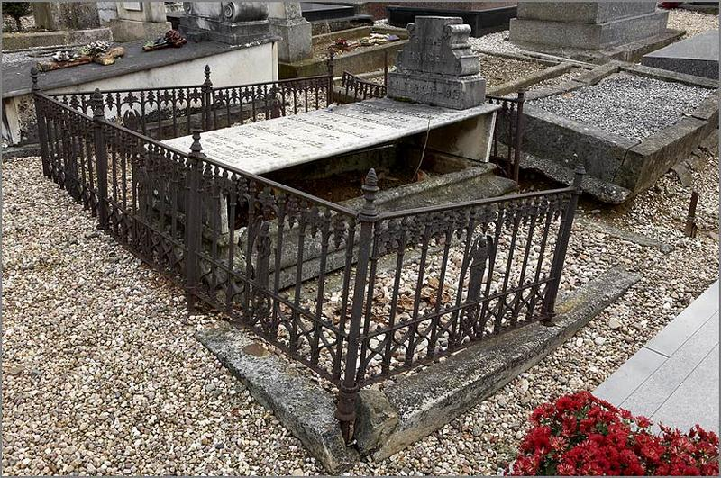 Clôture du monument funéraire de la famille Marcel