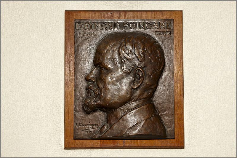 bas-relief de Raymond Poincaré