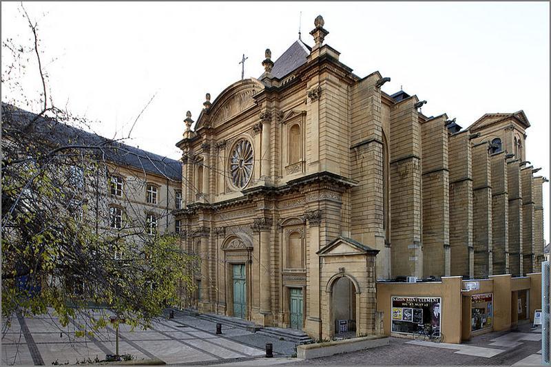 église conventuelle de bénédictins puis chapelle du collège de Jésuites actuellement église paroissiale Saint-Clément