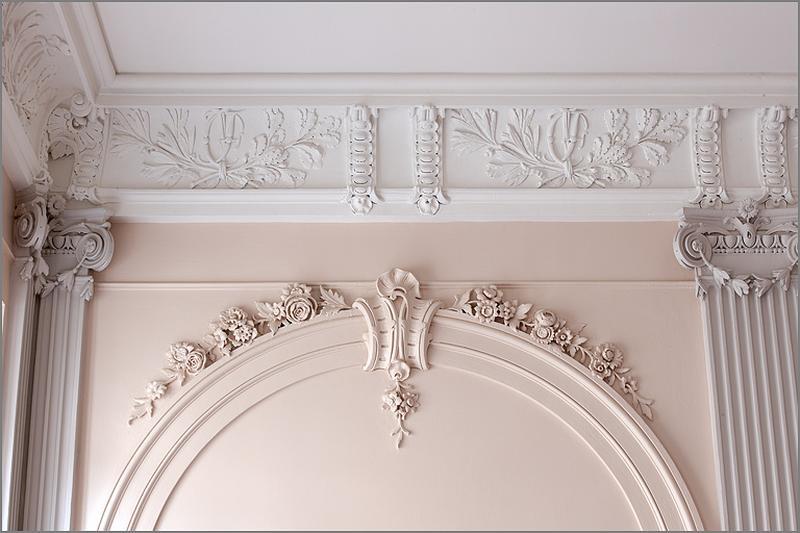 ensemble du décor intérieur de l'escalier : plafond, pilastre, arcature