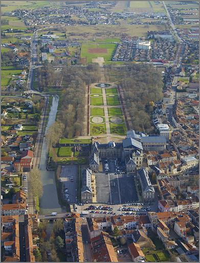 château et jardin Stanislas actuellement château des Lumières et parc des Bosquets