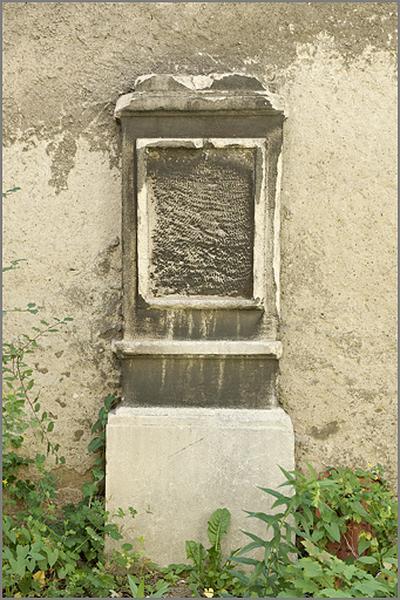 ensemble d'1 stèle et de 3 plaques funéraires