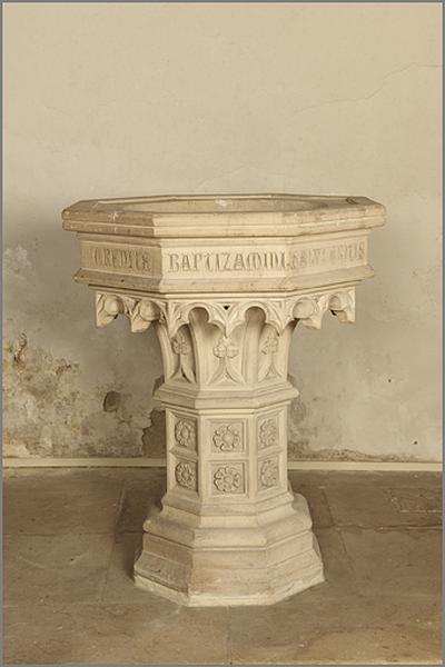 fonts baptismaux de style néo-gothique