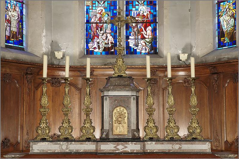 Garniture d'autel : ensemble de 6 chandeliers d'autel et d'une croix d'autel