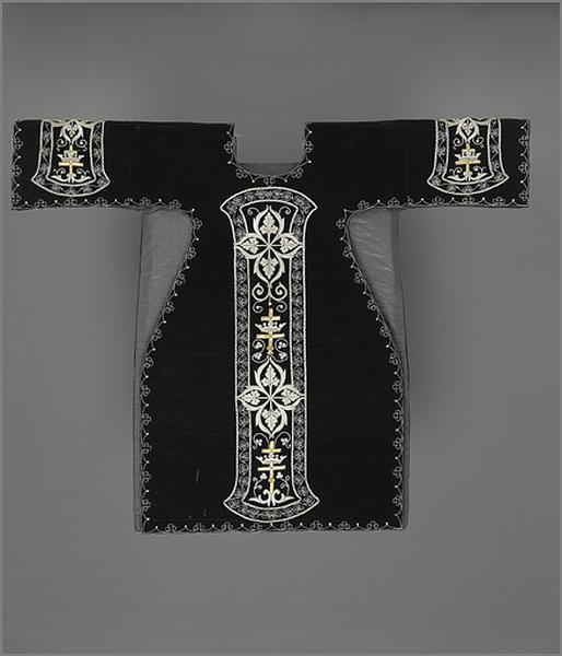 ornement noir : chasuble, 2 dalmatiques, étole, 3 manipules, voile de calice