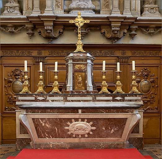 Ensemble du maître-autel avec garniture d'autel