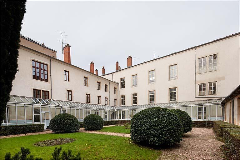 couvent de capucins, puis couvent de soeurs de la Doctrine chrétienne ; école privée Charles de Foucauld