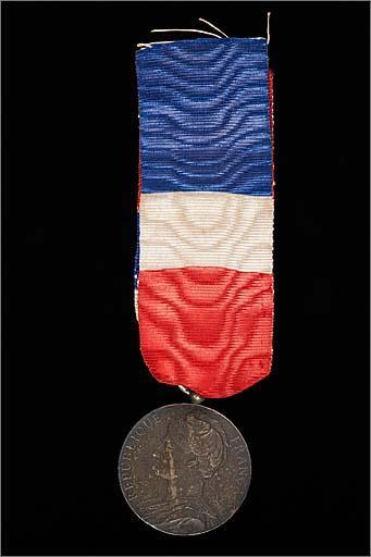 Ensemble de 2 médailles du ministère du Commerce et de l'Industrie
