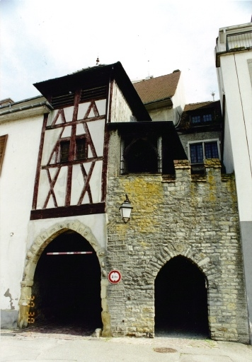 Porte de ville, Vieille porte ou porte de Belfort