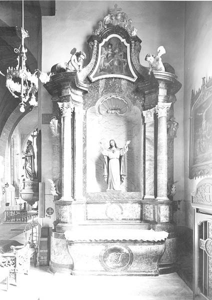 Autel secondaire avec retable, statue, tableau