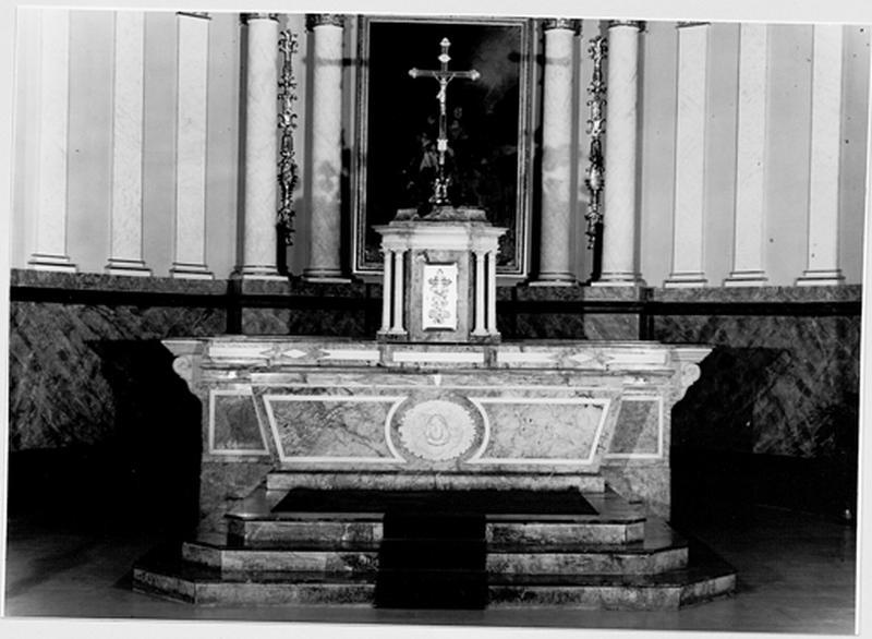 Maître-autel avec tabernacle, gradin d'autel, retable