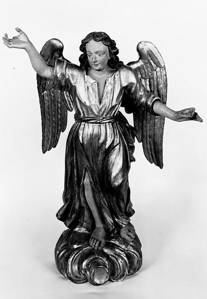 Statues d'applique, en pendant (2) : anges