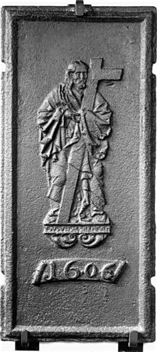 plaque de poêle : Jésus portant la croix