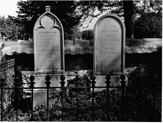 ensemble de 2 tombeaux de Mathias et Anne-Marie Doll No 26