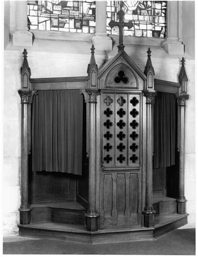 ensemble de six confessionnaux