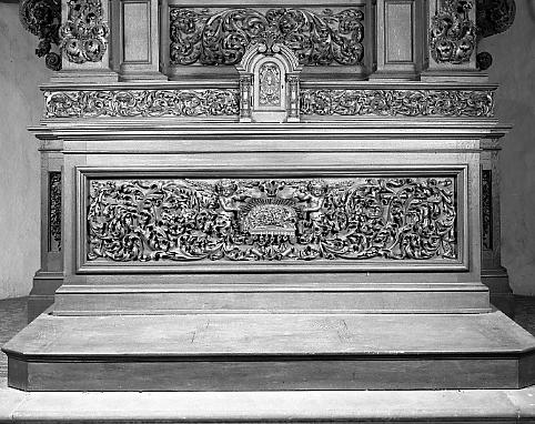 Autel, gradin d'autel, tabernacle, retable (maître-autel, autel tombeau, retable architecturé)