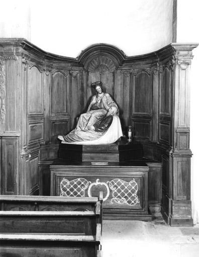 2 autels, stalle (10), lambris de demi-revêtement (autel tombeau, autel secondaire) : de mobilier d'église