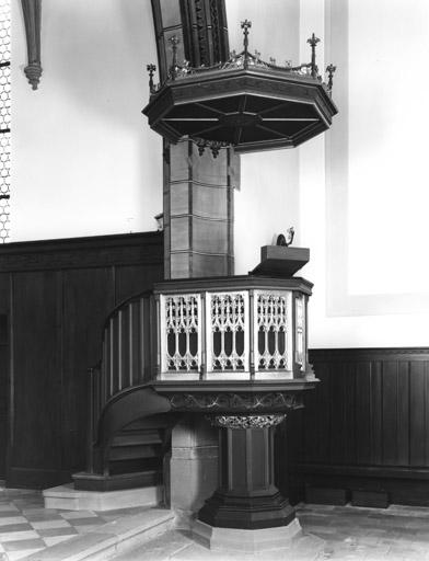 Chaire pastorale, fonts baptismaux protestants, style néo-gothique